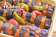 Köfteli Patlıcan Kebabı Turkish Kebab, Turkish Recipes, Ethnic Recipes, Middle Eastern Recipes, Iftar, Food Blogs, International Recipes, Foodie Travel, New Recipes