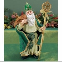 Celtic Santa from Clothtique ... this would look great next to my seven other Irish Santas!