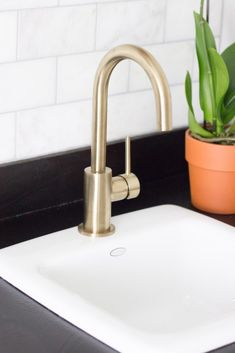 So in love with this gorgeous Delta Trinsic Bar Prep Faucet in Champagne Bronze. It's the perfect addition to this modern coffee bar! @deltafaucet #deltafaucet #ad