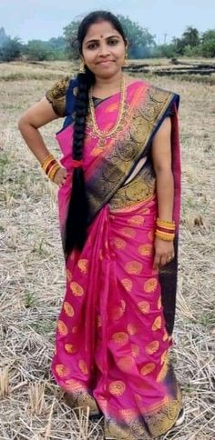 Indian Natural Beauty, Indian Beauty Saree, Beautiful Women Over 40, Beautiful Girl Indian, Beautiful Housewife, Desi Bhabi, Cut My Hair, India Beauty, Down Hairstyles