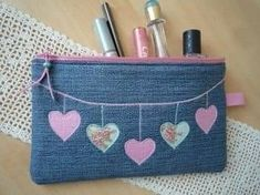 """Newest Cost-Free Pouch, pencil case, """"Jeans, hearts"""" by Lisas Geschenkfundgrube on DaWandafrom Ideas I enjoy Jeans ! And a lot more I want to sew my own personal Jeans. Next Jeans Sew Along I'm goi Denim Tote Bags, Denim Purse, Couture Cuir, Pencil Bags, Pencil Pouch, Denim Crafts, Diy Handbag, Sewing Leather, Patchwork Bags"""