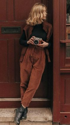 Warm Outfits, Mode Outfits, Retro Outfits, Cute Casual Outfits, Vintage Outfits, Vintage Fashion, Fashion Outfits, Modern Style Outfits, 80s Inspired Outfits