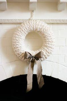 Finger-Knit Wreath–a Five Fabulous Finger-Knitting Project - Flax & Twine Diy Finger Knitting, Finger Knitting Projects, Arm Knitting, Yarn Projects, Crochet Projects, Knitting Patterns, Scarf Patterns, Knitting Machine, Loom Patterns