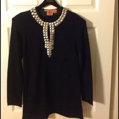 Like new! Gorgeous Tory Burch Sweater Gorgeous Tory Burch sweater. Like new! Can be worn with leggings or pants. 100% wool Tory Burch Sweaters