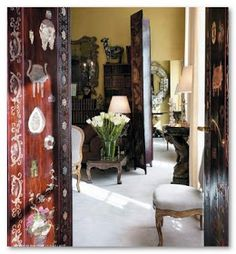 The entrance to Coco Chanel's apartment in the same building as her Chanel… Chanel 19, Chanel Paris, Chanel Fashion, Chanel Style, Mademoiselle Coco Chanel, Paris Flat, Interior And Exterior, Interior Design, Chanel Boutique