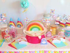 sweet table anniversaire arc-en-ciel rainbow shape cake
