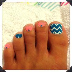 Chevron blue and peach nails