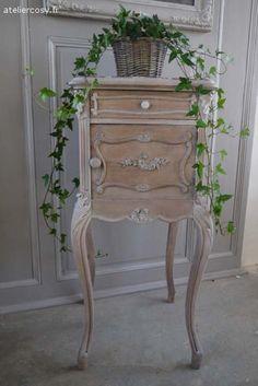 Ancien chevet Louis XV Brocante de charme atelier cosy.fr