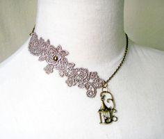 gargantilla collar de encaje  pájaro jaula colgante por LaceFancy, $12.99
