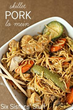 20 Minute Skillet Pork Lo Mein Dinner from SixSistersStuff.com - so fast and easy!