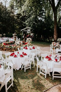 romantic backyard wedding receptions - https://ruffledblog.com/glam-autumn-wedding-at-belle-gardens