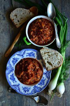 MŁODA KAPUSTA PO KASZUBSKU | weganon.pl Chana Masala, Chili, Soup, Ethnic Recipes, Fit, Chile, Shape, Soups, Chilis