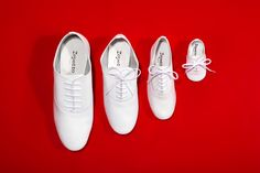 The iconic Oxford Shoe 'Zizi' for the whole Family by Repetto. #Zizi #WomensShoe #White #WhiteShoes