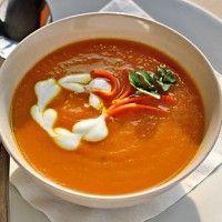 Deze Pittige Indiase wortelsoep is zo lekker als het buiten weer koud is. De Indiase kruiden geven deze soep een lekker Aziatisch tintje en maakt je na een koude wandeling weer warm. Bereiding Indi…