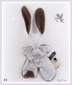 Doudou lapin Moubbi°°Little Angel°° .gris et taupe .Original ,Fait main .Un cadeau de naissance unique. : Jeux, peluches, doudous par kore-and-co