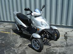NEW 2011 REVERSE TRIKE MOPED SCOOTER TRICYCLE 3 WHEELS - 49.5 cc - SILVER