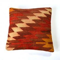 Coussin kilim zigzag écru marron orange ocre #deco #ethnique #chic http://www.cabaneindigo.com/coussin-kilim/759-coussin-kilim-zigzag-ecru-marron-orange-ocre.html