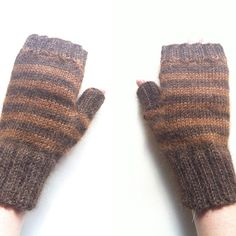 Alpaca wrist warmers #knits #knitting #knittingprocess #knittersofinstagram #knittersoninstagram #knittingoninstagram #handknit #handmade #handsun #handdyedyarn #handdyed #etsy #poemsaboutmeshop #poemsaboutmeknits #wristwarmers #alpacawristwarmers