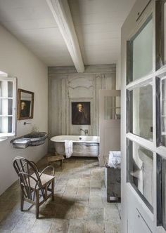 This simple French farmhouse bathroom in Provence is full of antique treasures. Recreate this look with our collection of vintage homewares. We deliver worldwide from France. French Country Farmhouse, French Country Style, French Country Decorating, Farmhouse Style, Cottage Decorating, French Bathroom, Modern Farmhouse Bathroom, Country Bathrooms, British Bathroom