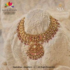 Antique Jewellery Designs, Gold Jewellery Design, Gold Jewelry, Jewelery, Gold Necklaces, Indian Wedding Jewelry, Bridal Jewelry, Indian Jewelry, Jewelry Patterns