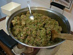 Buharda pişirilmiş sebzelerimiz iyice karıştırılıyor...
