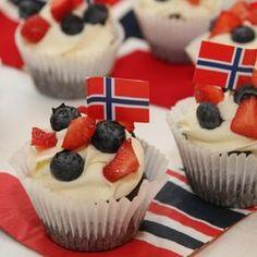 My Little Kitchen: mai cupcakes. For Nowegian Heritage Celebration. Bake Sale Packaging, Norwegian Food, Norwegian Recipes, Norway Food, Scandinavian Food, Cupcake Heaven, Cupcakes, Little Kitchen, Holidays And Events