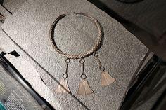 Siida Sámi Museum - Inari - Suomi - Finland. Bracelet. Flettet smykke med tre vedheng.