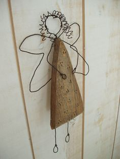 La fée bouclettes Wooden Christmas Crafts, Holiday Crafts, Christmas Diy, Christmas Ornaments, Wire Crafts, Diy And Crafts, Wire Ornaments, Wooden Angel, Angel Crafts