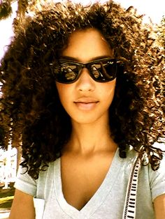 ooooh her curls are awesome