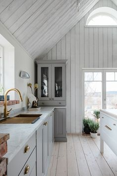 Cosy Home Interior Summer House Interiors, Cottage Interiors, Cabin Design, House Design, Cheap Dorm Decor, Home Remodeling, Home Kitchens, Beautiful Homes, New Homes