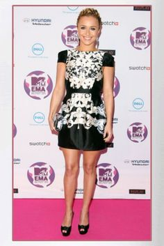 Buy it: Hayden Panettiere's Black and White Cap Sleeve Dress