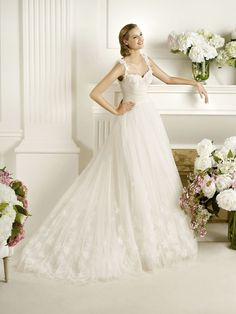 Luxurious A-line Court Train Tulle Wedding Dress with Handmade Flowers