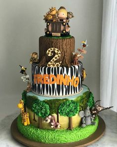 23 Clever DIY Christmas Decoration Ideas By Crafty Panda Jungle Birthday Cakes, Jungle Safari Cake, Jungle Theme Cakes, Safari Theme Birthday, Animal Birthday Cakes, Safari Cakes, 1st Boy Birthday, Safari Party, Zoo Cake