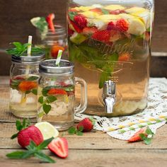 Summer Detox Water with strawberries, lemons and mint (in Bulgarian)