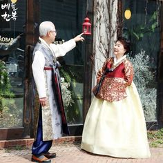 Korean traditional clothes.[한복] #hanbok #부모님한복 #리마인드웨딩 #wedding #snap #고급한복 #베틀한복 #한복대여전문점