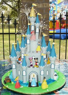 Disney Castle Cake, Cinderella Castle, Cinderella Cakes, Cinderella Carriage, Disney Themed Cakes, Disney Cakes, Twin Birthday Parties, Disney Birthday, 40th Birthday