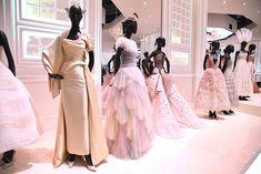 Christian Dior Exhibit at the Victoria & Albert Museum: Best Photos – Footwear News Christian Dior Designer, Christian Dior Couture, Christian Dior Vintage, 1940s Dresses, Vintage Dresses, Vintage Outfits, Vintage Fashion, 1950s Fashion, Vintage Clothing