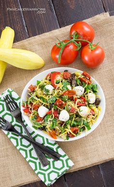 Incredibly easy pasta salad made with summer squash noodles and filled with the favors of margherita pizza - basil, tomato, and fresh mozzarella cheese. This pasta salad is ready in minutes, especially compared to traditional pasta salad! Naturally gluten free,low carb and super filling without any of the guilt!| www.pancakewarrio...