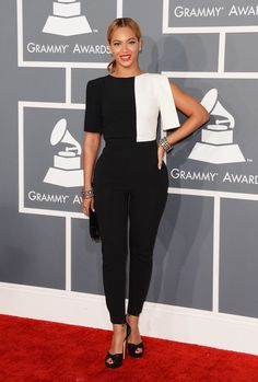 Beyonce Knowles Photos Photos - Singer Beyonce arrives at the 55th Annual GRAMMY Awards at Staples Center on February 10, 2013 in Los Angeles, California. - The 55th Annual GRAMMY Awards - Arrivals
