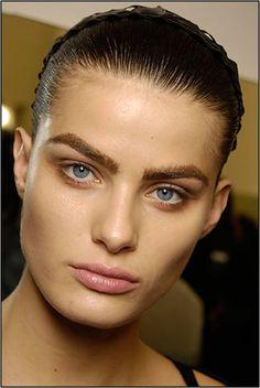 My Beautiful Hottest Makeup Trends This Summer Strong Eyebrows Eyebrow Trends, Makeup Trends, Thick Eyebrows, Eye Brows, Runway Makeup, White People, Eyebrow Makeup, Looks Great, Hair Beauty