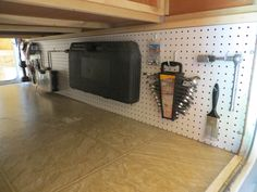13 Camping Storage Ideas That Will Make You A Happy Camper DIY camping storage ideas that will keep your camping trips and gear organized. These camping organization hacks are genious that you don't want to pass up. Camper Hacks, Rv Hacks, Camper Trailers, Life Hacks, Hacks Diy, Caravan Hacks, Food Hacks, Camping Storage, Storage Hacks