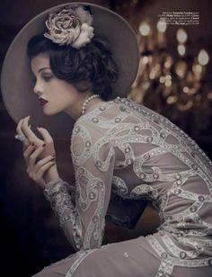 Absolutely Beautiful Vintage Style Lady magazine