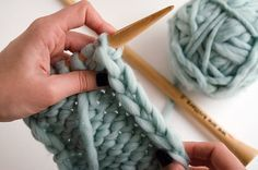 Perfect edges when knitting in stockinette stitch and garter stitch Loom Knitting Projects, Knitting Stiches, Knitting Patterns, Crochet Patterns, Loom Patterns, Edge Stitch, Stockinette, Garter Stitch, Knitting For Beginners