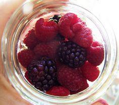 Preserving Fruit in Honey Sauce.