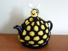 Small knitted beehive tea cosy Cornish colours for small 2