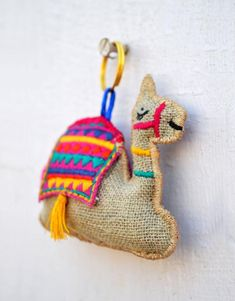 Jute Crafts, Craft Stick Crafts, Felt Crafts, Fabric Crafts, Sewing Crafts, Bird Embroidery, Hand Embroidery Designs, Festive Crafts, Fabric Jewelry