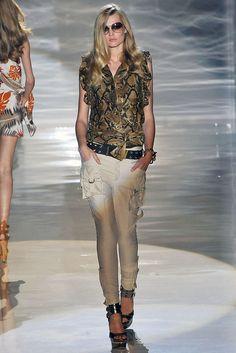 Gucci Spring 2009 Ready-to-Wear Fashion Show - Toni Garrn