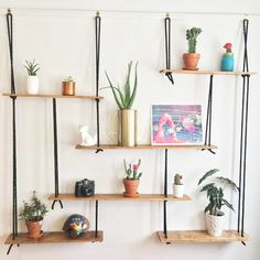 Hanging shelves: original, practical and aesthetic! art decoracion dibujo diy garden indoor painting plants drawing appartement bathroom home decor wood room decor Suspended Shelves, Rope Shelves, Hanging Shelves, Stylish Coffee Table, Diy Crafts For Home Decor, Apartment Makeover, Interior Design Living Room, Home Furnishings, Diy Furniture