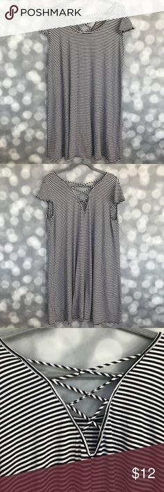 Black/White Stripe Criss Cross Back Tunic Dress Black/White Stripe Criss Cross Back Tunic Dress Size 2X Cap Sleeves Vibe Dresses
