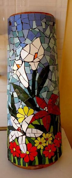 ideas for mosaic flowers vase Mosaic Birdbath, Mosaic Vase, Mosaic Tile Art, Mosaic Flower Pots, Mosaic Diy, Mosaic Garden, Mosaic Crafts, Mosaic Projects, Flower Vases